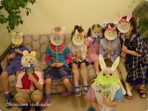 Эти маски из бумажных одноразовых тарелочек изготовили дети 5-6 лет. фото 8
