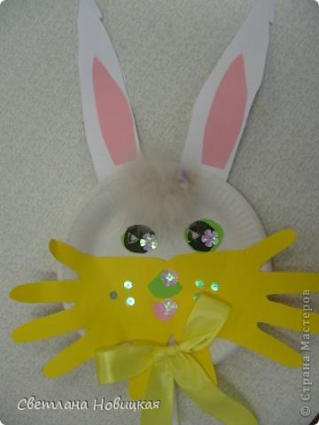 Эти маски из бумажных одноразовых тарелочек изготовили дети 5-6 лет. фото 2