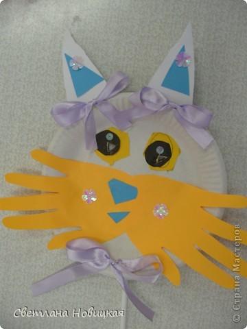 Эти маски из бумажных одноразовых тарелочек изготовили дети 5-6 лет. фото 3