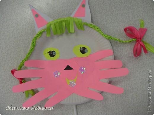Эти маски из бумажных одноразовых тарелочек изготовили дети 5-6 лет. фото 4