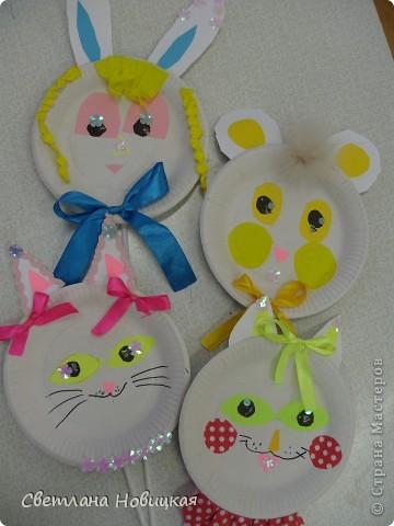 Эти маски из бумажных одноразовых тарелочек изготовили дети 5-6 лет. фото 9