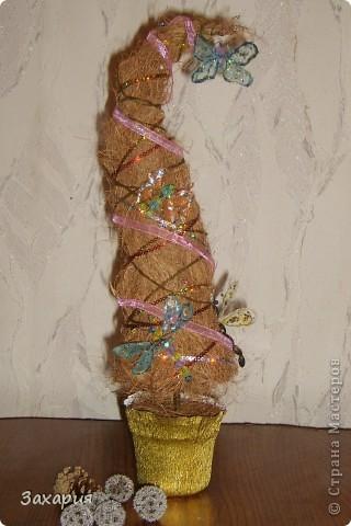 Первая елочка из кокосового волокна. Спасибо Юлии К http://stranamasterov.ru/node/111212 за МК)))))