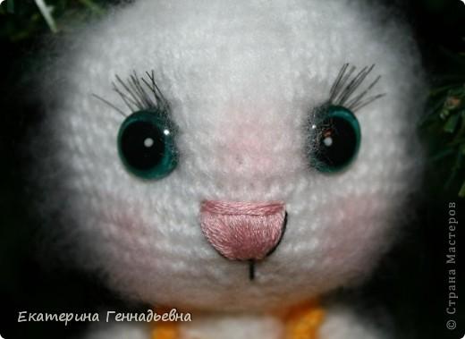 Хочу предложить вашему вниманию мастер-класс по изготовлению стеклянных глазок для игрушек. Например, вот для такой зайки. Начнём! фото 9