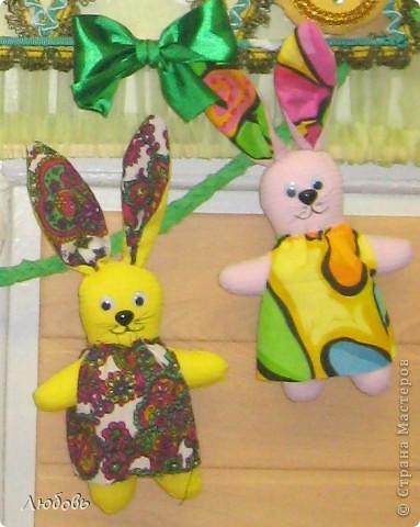 """В этом году решили нашу """"традиционную"""" ёлку нарядить шарами. Шары конечно из текстиля, а декорировали тесьмой и стразами. фото 6"""