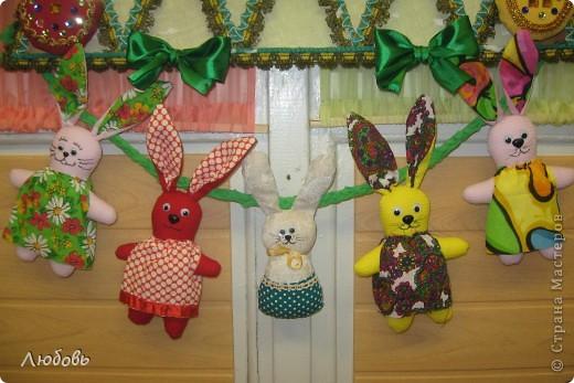 """В этом году решили нашу """"традиционную"""" ёлку нарядить шарами. Шары конечно из текстиля, а декорировали тесьмой и стразами. фото 8"""