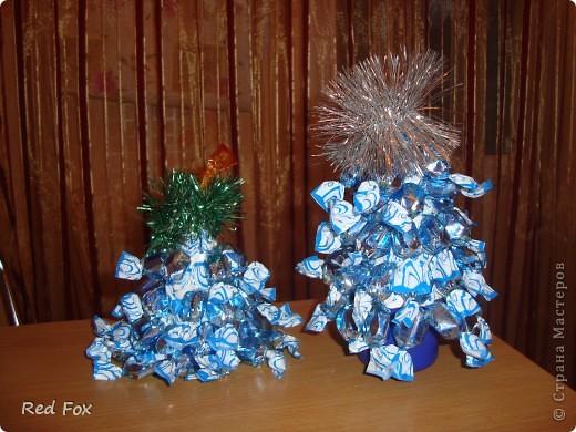 Это наша первая и самая сладкая елочка! Сделана из шоколадных конфет (ушло около 2-ух кг.)  фото 3