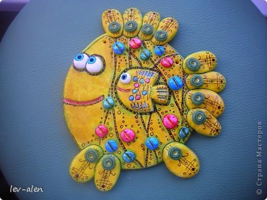"""Дочка сказала, что это антидепрессивная рыбка. Веселая раскраска и с """"таблетками"""" :)))  фото 1"""