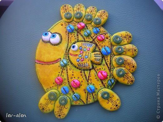 """Дочка сказала, что это антидепрессивная рыбка. Веселая раскраска и с """"таблетками"""" :)))  фото 3"""