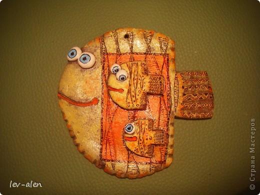 Небольшие рыбки (около 10см) , расписаны в стиле Дианы. Это подготовка к НГ. Подарочки для маминых подружек. У одной две дочки, а у двоих по одной. :) фото 4