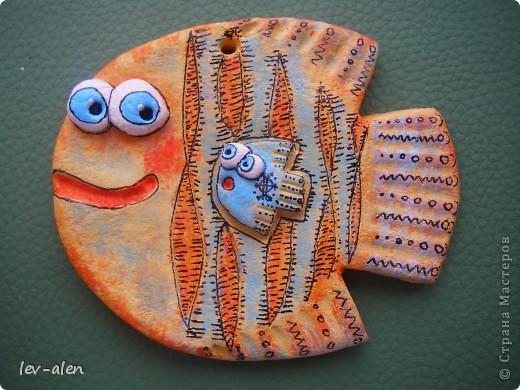 Небольшие рыбки (около 10см) , расписаны в стиле Дианы. Это подготовка к НГ. Подарочки для маминых подружек. У одной две дочки, а у двоих по одной. :) фото 6