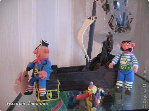Бравые пираты с попугаем и конечно же их корабль! Всё это сделали мои девчата 8 лет.Я лишь немного им помогла. фото 1