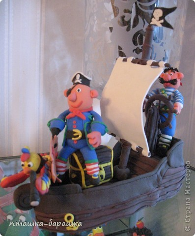 Бравые пираты с попугаем и конечно же их корабль! Всё это сделали мои девчата 8 лет.Я лишь немного им помогла. фото 2