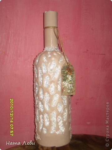 Моя первая попытка. Попалась красивая бутылочка и салфетка. Да, хрустальная паста еще без дела лежала. Вот результат. фото 2