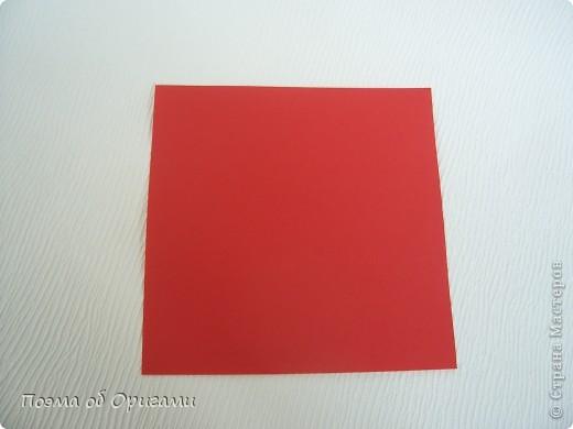 Для этой базовой формы сгибаем квадрат в прямоугольник. Затем, сгибаем к центральной линии его меньшие стороны и расплющиваем образовавшиеся карманы. Далее поподробнее. фото 2