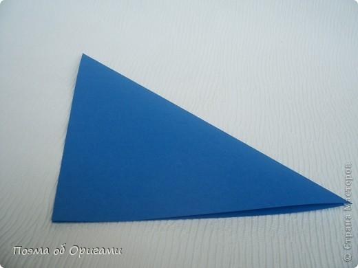 Базовая форма получается, если одновременно согнуть к центральной вертикали нижние и верхние стороны квадрата. Далее поподробнее. фото 3
