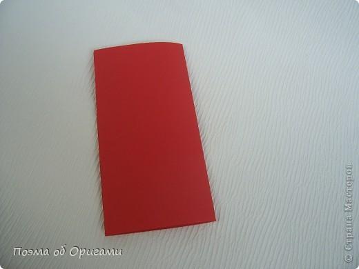 Для этой базовой формы сгибаем квадрат в прямоугольник. Затем, сгибаем к центральной линии его меньшие стороны и расплющиваем образовавшиеся карманы. Далее поподробнее. фото 3