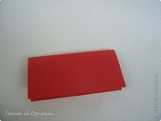 Для этой базовой формы сгибаем квадрат в прямоугольник. Затем, сгибаем к центральной линии его меньшие стороны и расплющиваем образовавшиеся карманы. Далее поподробнее. фото 5