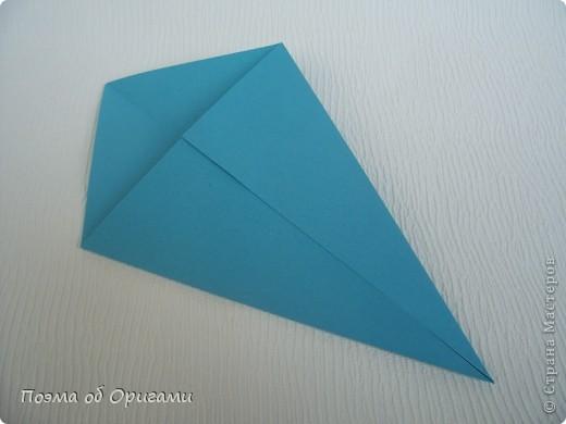 Чтобы сложить эту базовую форму, достаточно согнуть к вертикали верхние стороны базовой формы «воздушный змей». Далее поподробнее. фото 6