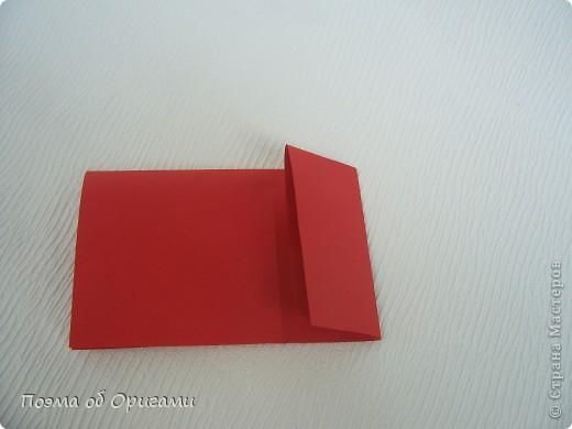 Для этой базовой формы сгибаем квадрат в прямоугольник. Затем, сгибаем к центральной линии его меньшие стороны и расплющиваем образовавшиеся карманы. Далее поподробнее. фото 6