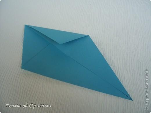 Чтобы сложить эту базовую форму, достаточно согнуть к вертикали верхние стороны базовой формы «воздушный змей». Далее поподробнее. фото 7