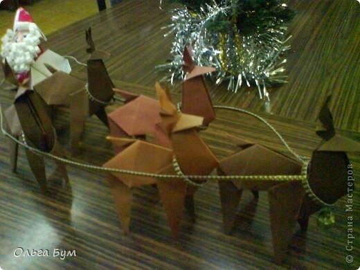 Олени-оригами. И Дед Мороз в санях-оригами. Сделали на одном дыхании!!!! за вечер: пятёрка оленей и Дедушка с санями заодно. Спасибо за великолепный МК КВЕТКА и Поэма об Оригами! Подробнейшие МК!!! Вот ссылочка (там ещё и коробочки есть для подарков) http://stranamasterov.ru/node/122226?c=favorite фото 3