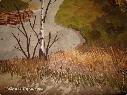 Мы остановились после выполнения дальнего плана. Сейчас из листьев лопуха я выклеиваю дальние берега, передний план из листьев ландыша. фото 10