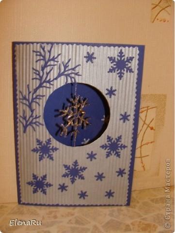 Открытка с окошком. Снежинку из бисера сплела дочь Анна. фото 1