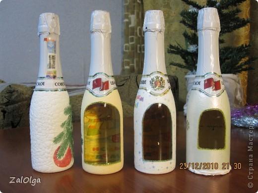 Здравствуйте всем! Вчера почти доделала бутылочки для друзей, осталось только покрыть лаком и оформить лентами. Подскажите пожалуйста, можно лакировать, или я что-то просмотрела? фото 2