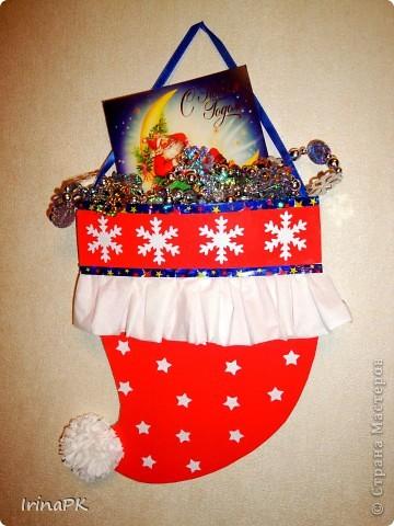 Такую новогоднюю шапку-колпак можно подарить вместо традиционного сапожка. фото 2