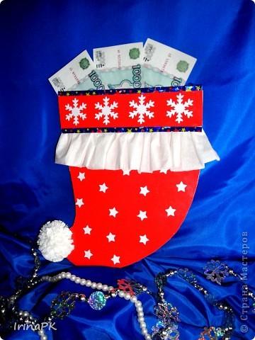 Такую новогоднюю шапку-колпак можно подарить вместо традиционного сапожка. фото 4