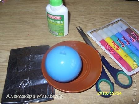 1.Понадобится: Фольга,ножницы,Краски по ткани, клей ПВА, тарелочка и пластмассовое яйцо от Смешариков. фото 1