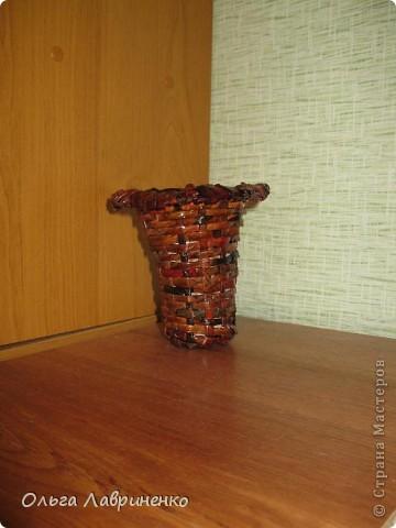 Вазочка из бумажных трубочек