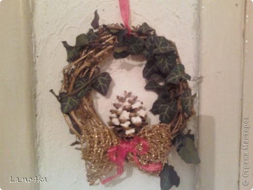Осова та же- кольцо из березовых веток, декорирован веночек веточкой плюща. Эти веночки завтра будут подарены фото 1