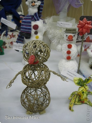 Вот такую небольшую выставку снеговиков устроили мы с ребятами у нас в клубе по месту жительства. фото 5