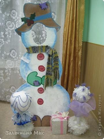 Вот такую небольшую выставку снеговиков устроили мы с ребятами у нас в клубе по месту жительства. фото 2