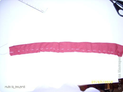 Нам понадобится: нитка и иголка, ножницы, плотная салфетка (или ткань, лента), резинка, булавка. фото 11