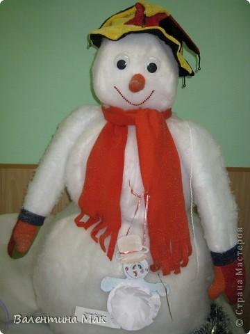Вот такую небольшую выставку снеговиков устроили мы с ребятами у нас в клубе по месту жительства. фото 16