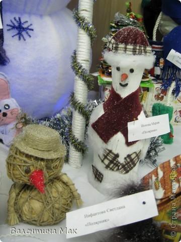 Вот такую небольшую выставку снеговиков устроили мы с ребятами у нас в клубе по месту жительства. фото 11