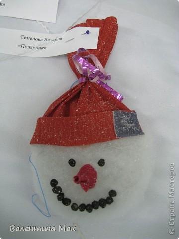 Вот такую небольшую выставку снеговиков устроили мы с ребятами у нас в клубе по месту жительства. фото 9