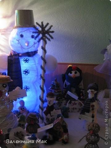 Вот такую небольшую выставку снеговиков устроили мы с ребятами у нас в клубе по месту жительства. фото 22