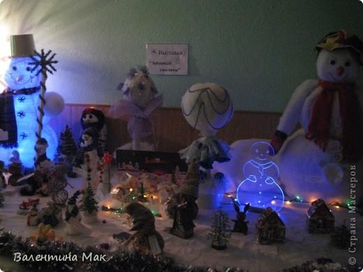 Вот такую небольшую выставку снеговиков устроили мы с ребятами у нас в клубе по месту жительства. фото 21