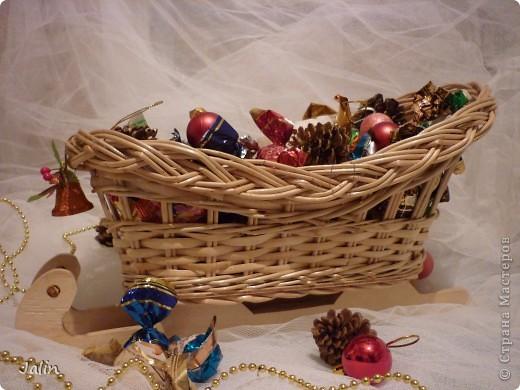 Вот такие саночки я сплела для конфет на Новый год ) фото 4