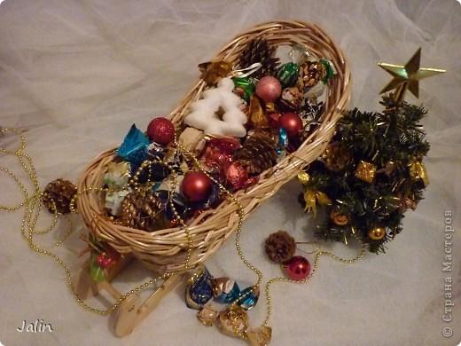 Вот такие саночки я сплела для конфет на Новый год ) фото 6