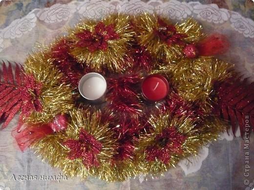 Как вы считаете, это новогоднее украшение для праздничного стола лучше смотрится в исполнении с красной и золотой мишурой, или просто с красной??? фото 2