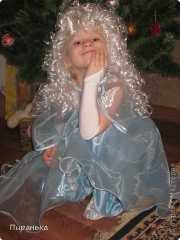 Поздравляем, вас, милые детки! Новый Год скоро в гости придёт, Подарки, хлопушки, конфетки,  В мешке Дед Мороз принесёт.  фото 1