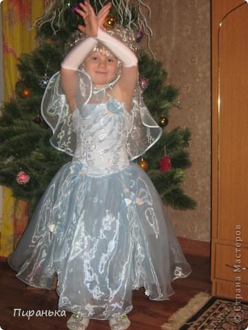 Поздравляем, вас, милые детки! Новый Год скоро в гости придёт, Подарки, хлопушки, конфетки,  В мешке Дед Мороз принесёт.  фото 3