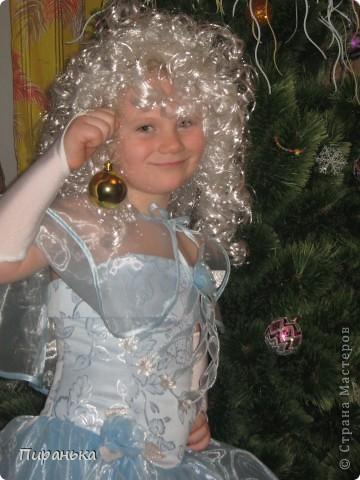 Поздравляем, вас, милые детки! Новый Год скоро в гости придёт, Подарки, хлопушки, конфетки,  В мешке Дед Мороз принесёт.  фото 2