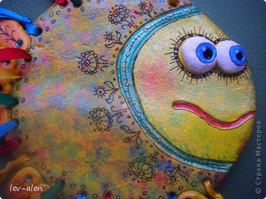 Еще одна рыбка с позитивным настроем. Мне кажется,что разноцветные ленточки очень украшают.  фото 3