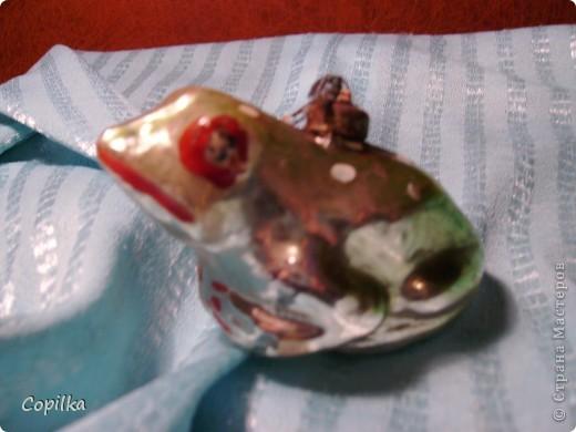 Вы помните,как с трепетом открывали коробку с ёлочными игрушками и с восторгом доставали всё это блестящее великолепие,рассматривали,помогали вешать на ёлку!?Помните?Давайте хоть ненадолго вернёмся в детство! фото 10