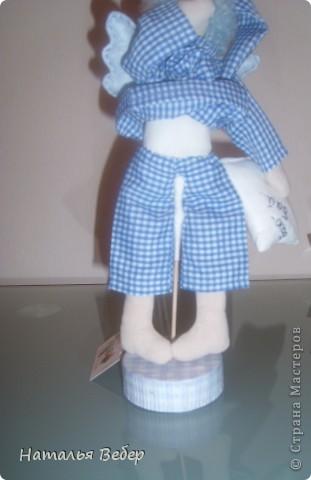 Всех приветствую!Подставки для Тильд уже ни для кого не новы,но все же решила показать свои...делаются очень легко и быстро. Нам понадобятся:палочки для шашлыка,проволока,шелковые нитки(ну или любые другие,но крепкие),клей(у меня титан),материал в цвет одежды куклы,нитки,алибастр(у меня гольдгипс-осталось полмешка с ремонта,а тут пригодился)... фото 5